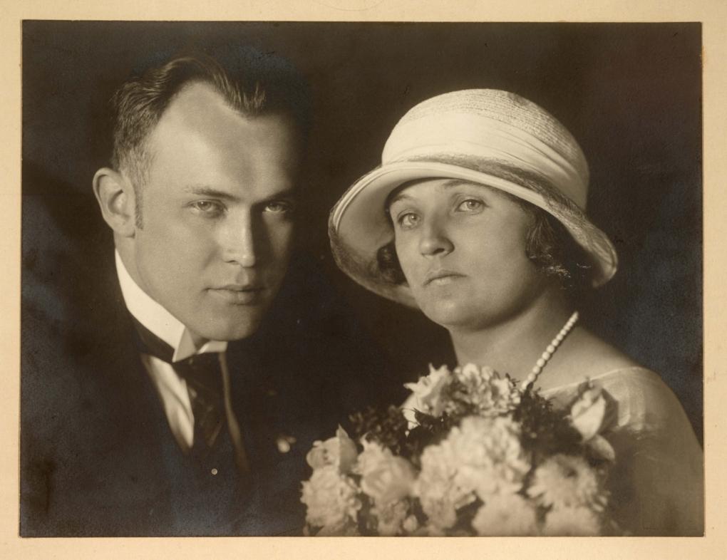 1923 - svatební fotografie rodičů