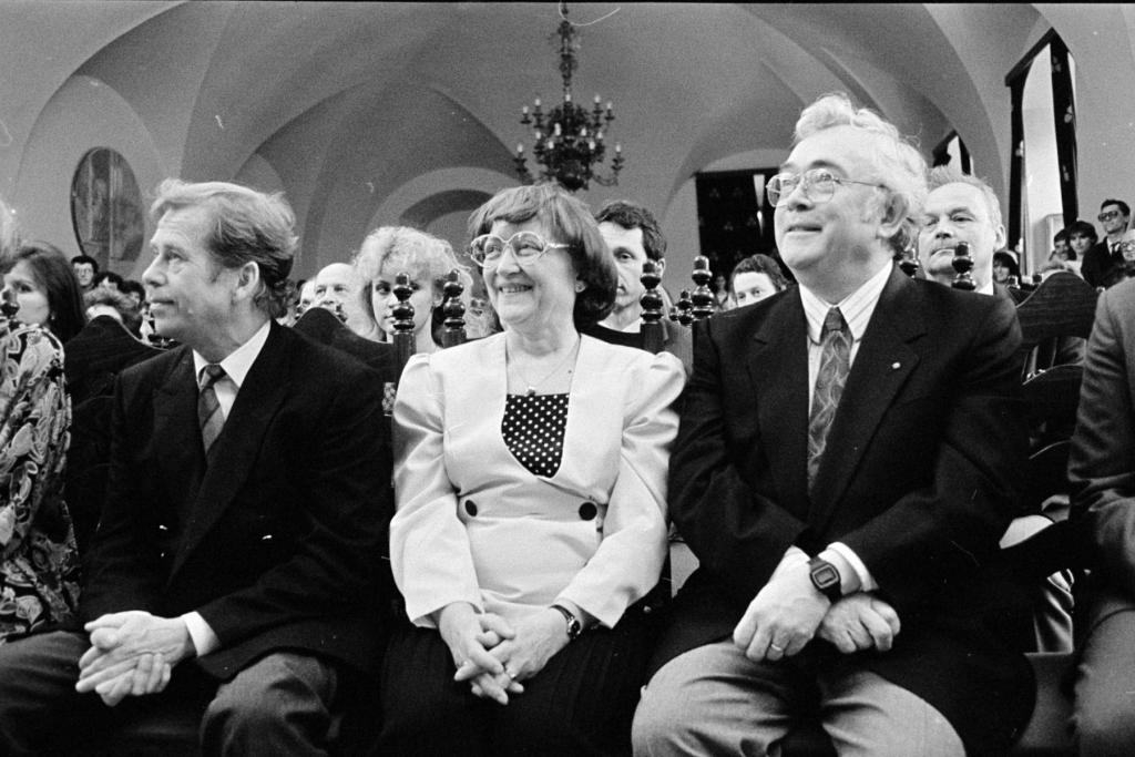 1990 01 05 Při projevech s Václavem Havlem v Památníku národního písemnictví