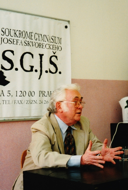 1996  JŠ při semináři tvůrčího psaní na SGJŠ