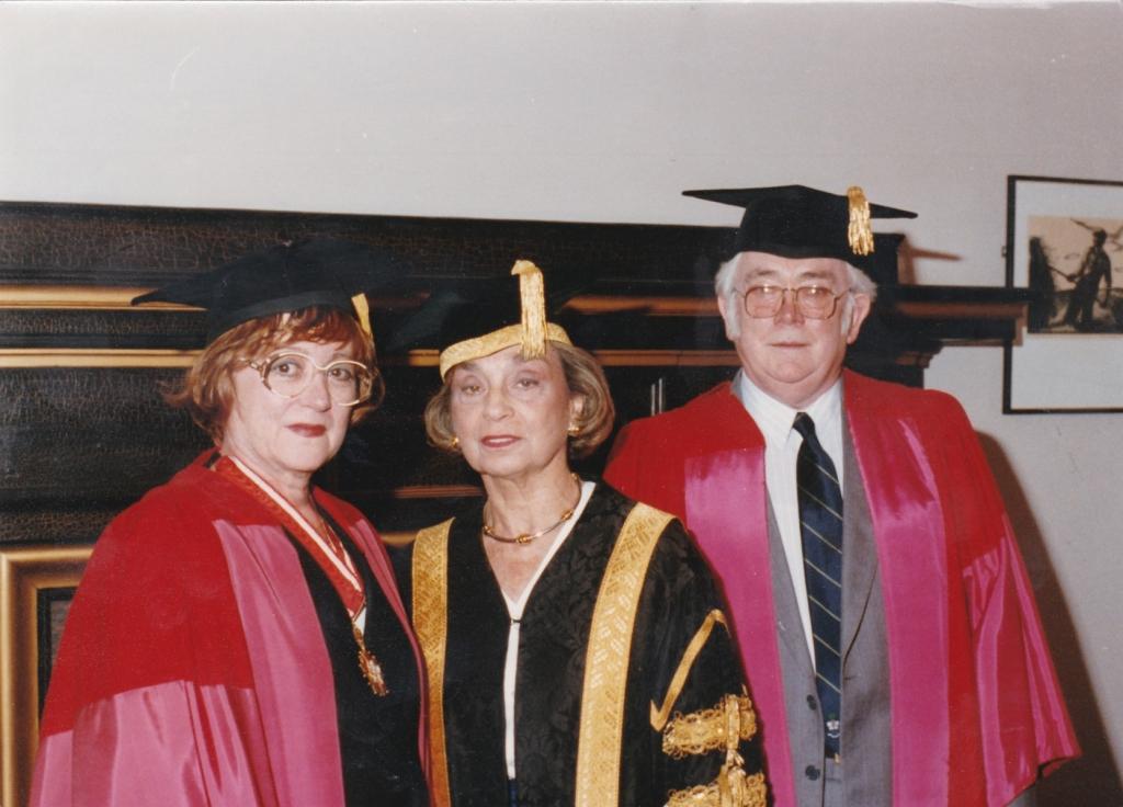 1992 Zdena po obdržení čestného doktorát na University of Toronto