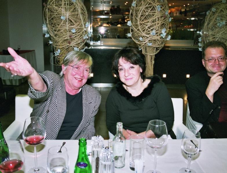 2004 Zdena s neteří Z.Čermákovou a V.Krištofem na oslavě Josefových 80.narozenin.jpg